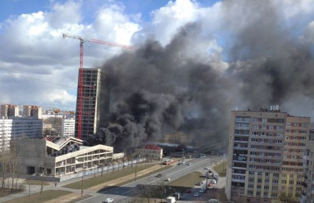 Петербуржцы заметили густой черный дым вКрасносельском районе