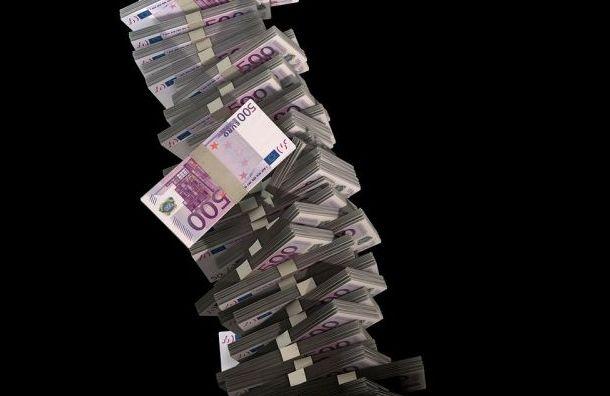 Петербуржцы активно скупают доллары иевро из-за коронавируса