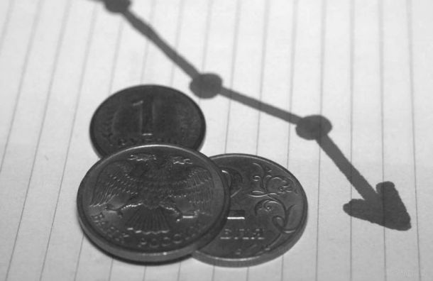 Рубль рухнул доминимума зачетыре года