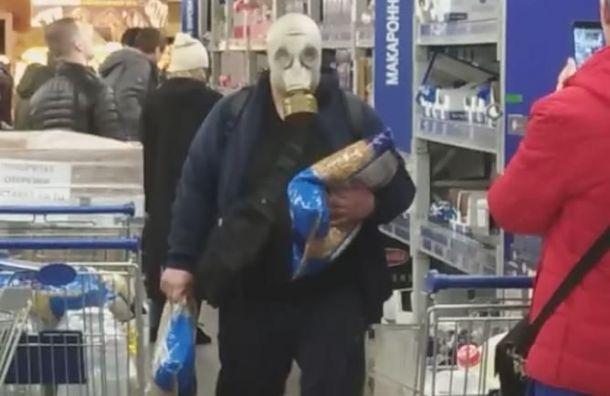 Покупателей впротивогазах заметили водном изпетербургских магазинов