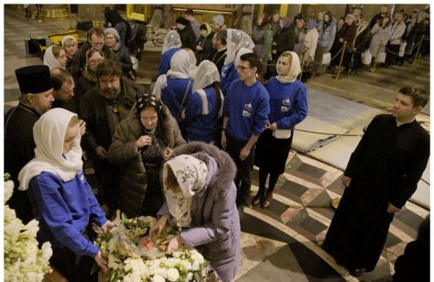 ВКазанском соборе целуют мощи, несмотря наугрозу коронавируса
