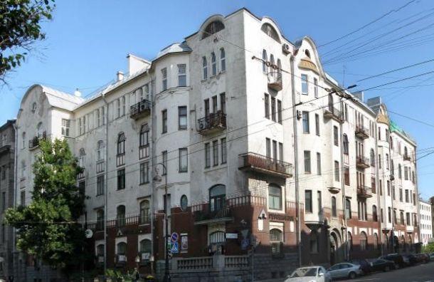 Возобновились работы покапремонту фасада дома Циммермана