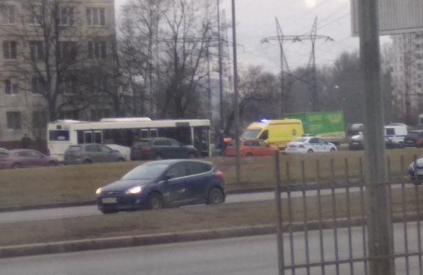 Автобус сбил школьника вМосковском районе