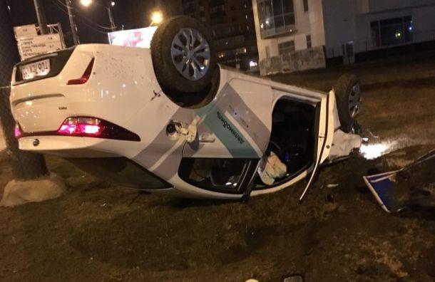 Пьяный водитель перевернул каршеринг наулице Десантников
