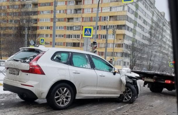 Каршеринг столкнулся савтобусом наулице Композиторов