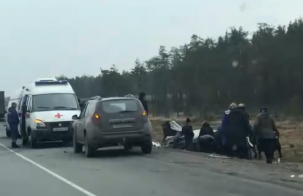Трех человек зажало всалоне машины после ДТП на«Скандинавии»