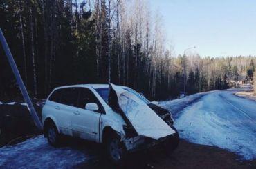 Автомобиль улетел вкювет уграницы сФинляндией