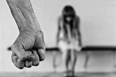 Бывший уголовник изМосквы обманул 13-летнюю петербурженку