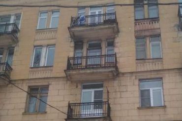 Росгвардейцы спасли ребенка снезастекленного балкона наСлободской