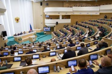 Совет Федерации одобрил закон опоправках вКонституцию
