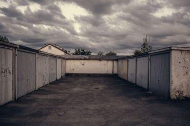 «Газель» раздавила мужчину вего собственном гараже
