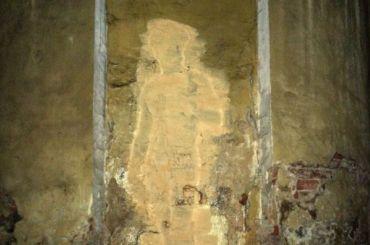 Коммунальщики закрасили фреску сДавидом вИтальянском саду