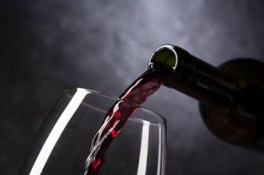 Глава Сбербанка предложил продавать алкоголь через Интернет