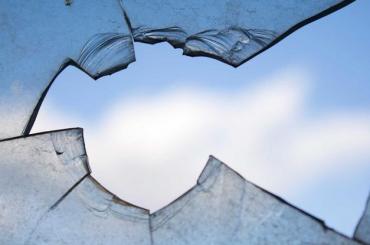 Жительнице Выборга ночью бросили вокно гранату