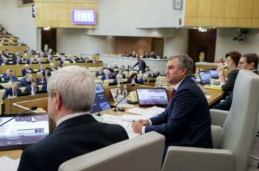 Депутаты Госдумы поддержали поправку обобнулении президентских сроков