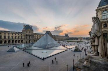 Парижский Лувр снова закрылся из-за угрозы коронавируса