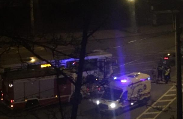 Рейсовый автобус столкнулся савтомобилем наГамбургской площади