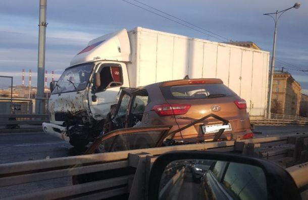 Два водителя пострадали вДТП напутепроводе вАвтово