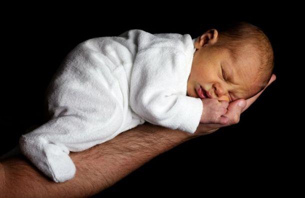 ВПетербурге падает рождаемость