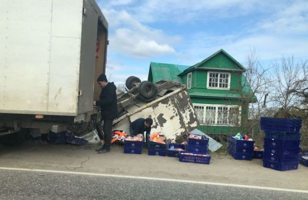 «Газель» схлебом перевернулась вЛомоносовском районе