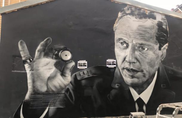 Граффити сперсонажем из«Криминального чтива» появилось наЛесном проспекте