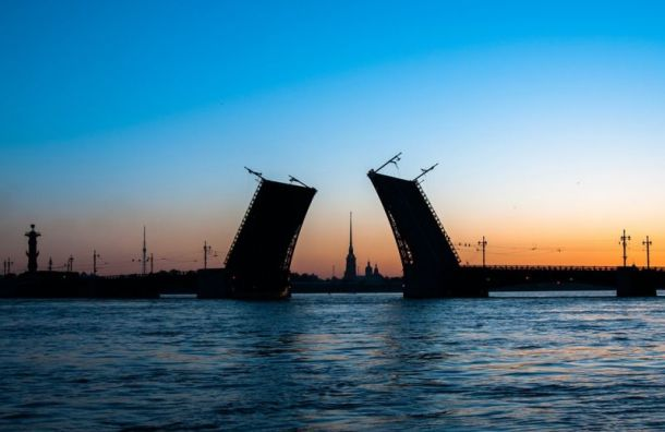 Навигацию порекам иканалам Петербурга откроют 9апреля лишь для некоторых судов