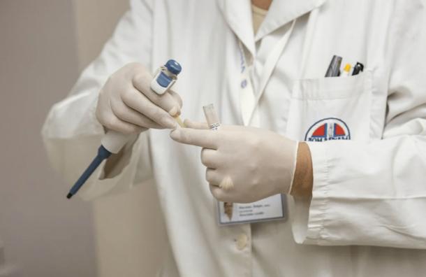 Петербургские «яблочники» собирают СИЗы для больниц иинтернатов