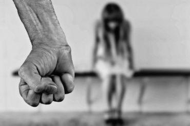 Злоумышленник изнасиловал 17-летнюю петербурженку