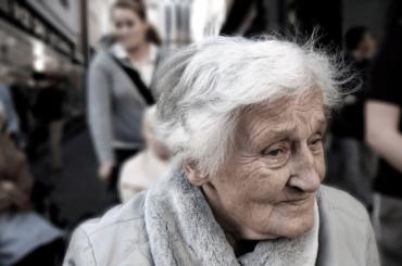 Пожилые петербуржцы смогут заказать продукты домой поединому телефону