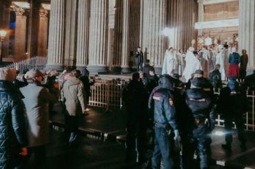 Петербургского активиста задержали вовремя крестного хода