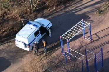 Полицейские составили протокол наволонтера запересечение детской площадки