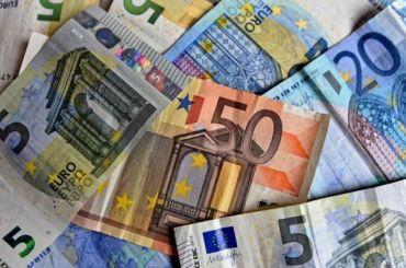 Изроссийских банков стали массово забирать валюту