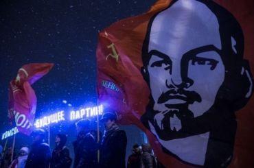 Коммунисты вывели детей истариков кпамятникам Ленину впериод пандемии