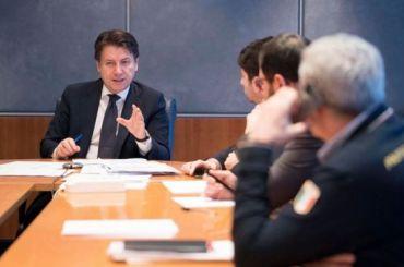 Власти Италии уже вмае могут снять ограничения всвязи спандемией