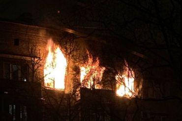 НаВасильевском острове тушили сильный пожар вжилом доме