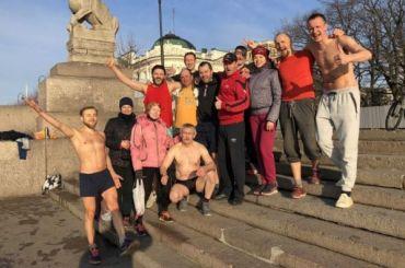 Петербуржцы открыли купальный сезон вНеве