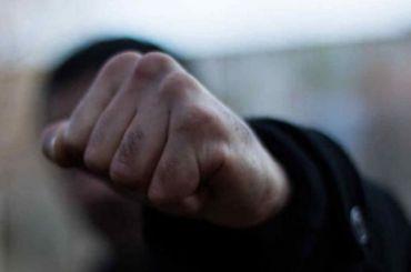 Четверо приезжих избили иограбили прохожего наулице Дудко