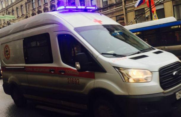 Очередь измашин скорой помощи выстроилась уГоспиталя ветеранов войн