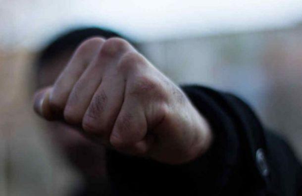 Петербургского бизнесмена избили илишили машины из-за долга