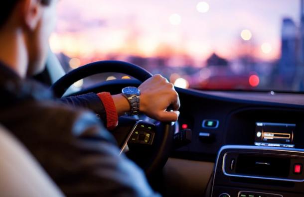 Жители России стали меньше получать водительские права