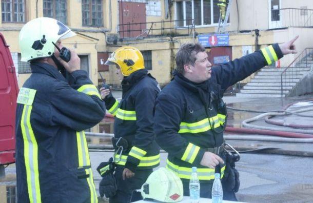 Сотрудники МЧС спасли мужчину, сорвавшегося сбалкона вРыбацком