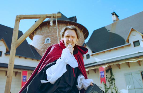 Шнуров выступил сопродюсером нового комедийного проекта IVI «ЧУМА!»