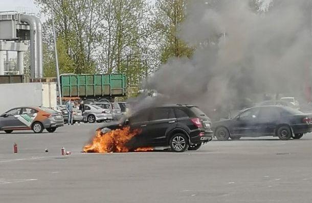 Петербуржец рассказал, как спас детей изгорящей машины наРуставели