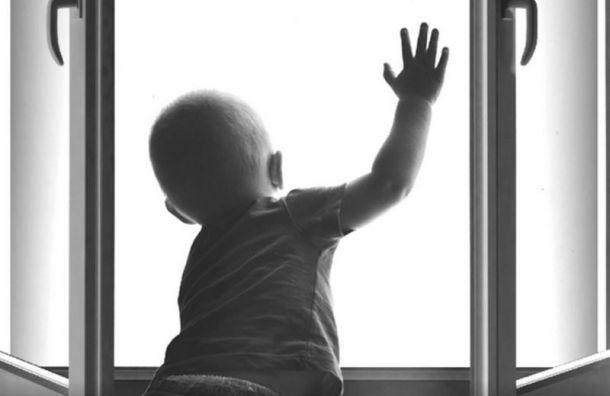 Пятилетний мальчик выпал изокна 4-го этажа вНевском районе