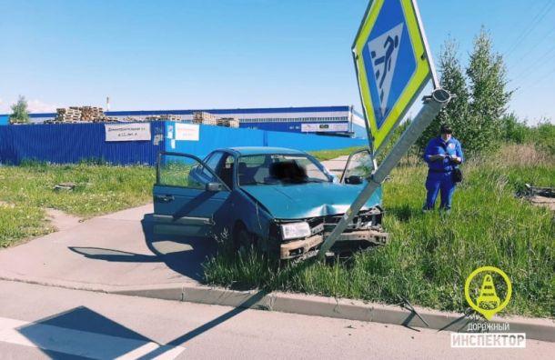 Водитель Volkswagen умер зарулем иврезался встолб наПарнасе