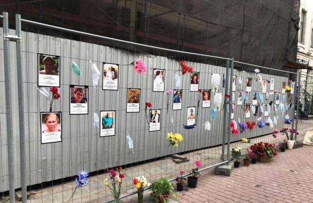 Настене памяти медиков вПетербурге уже 24 таблички