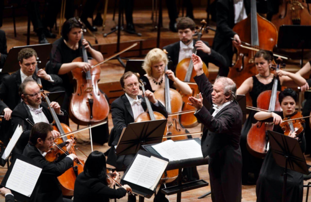 Мариинский театр повторит онлайн-показ Ленинградской симфонии Шостаковича