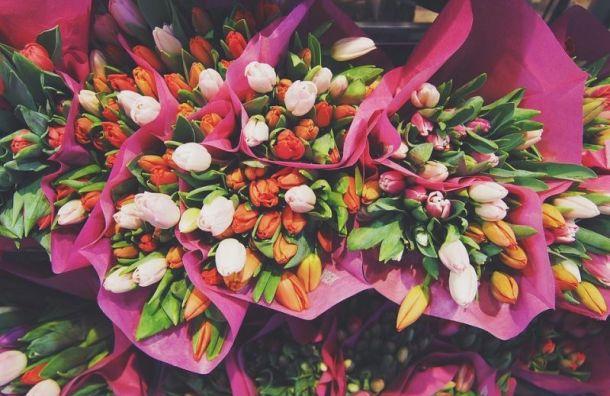 Трое грабителей похитили букет изцветочного магазина наВасильевском