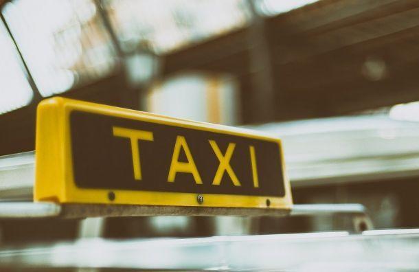 Машина такси сбила велосипедиста напешеходном переходе