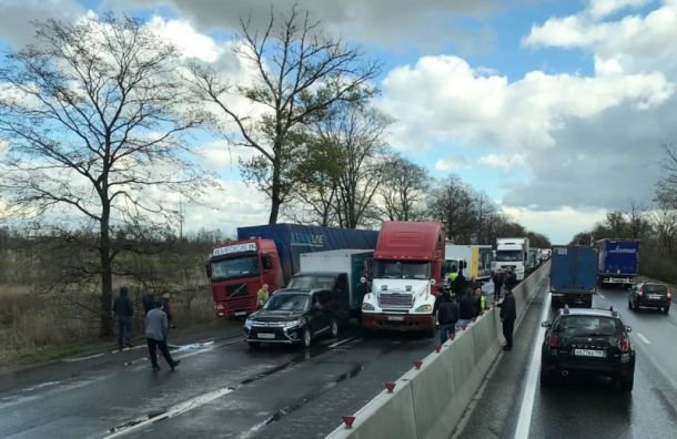 Массовое ДТП наМосковском шоссе спровоцировало гигантскую пробку